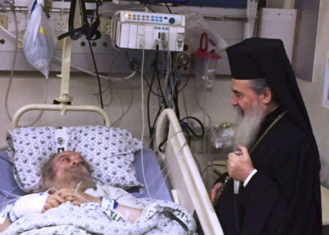 Patriarx_Feofil_naveshaet_v_bolnice_patriarxa_Irieneya
