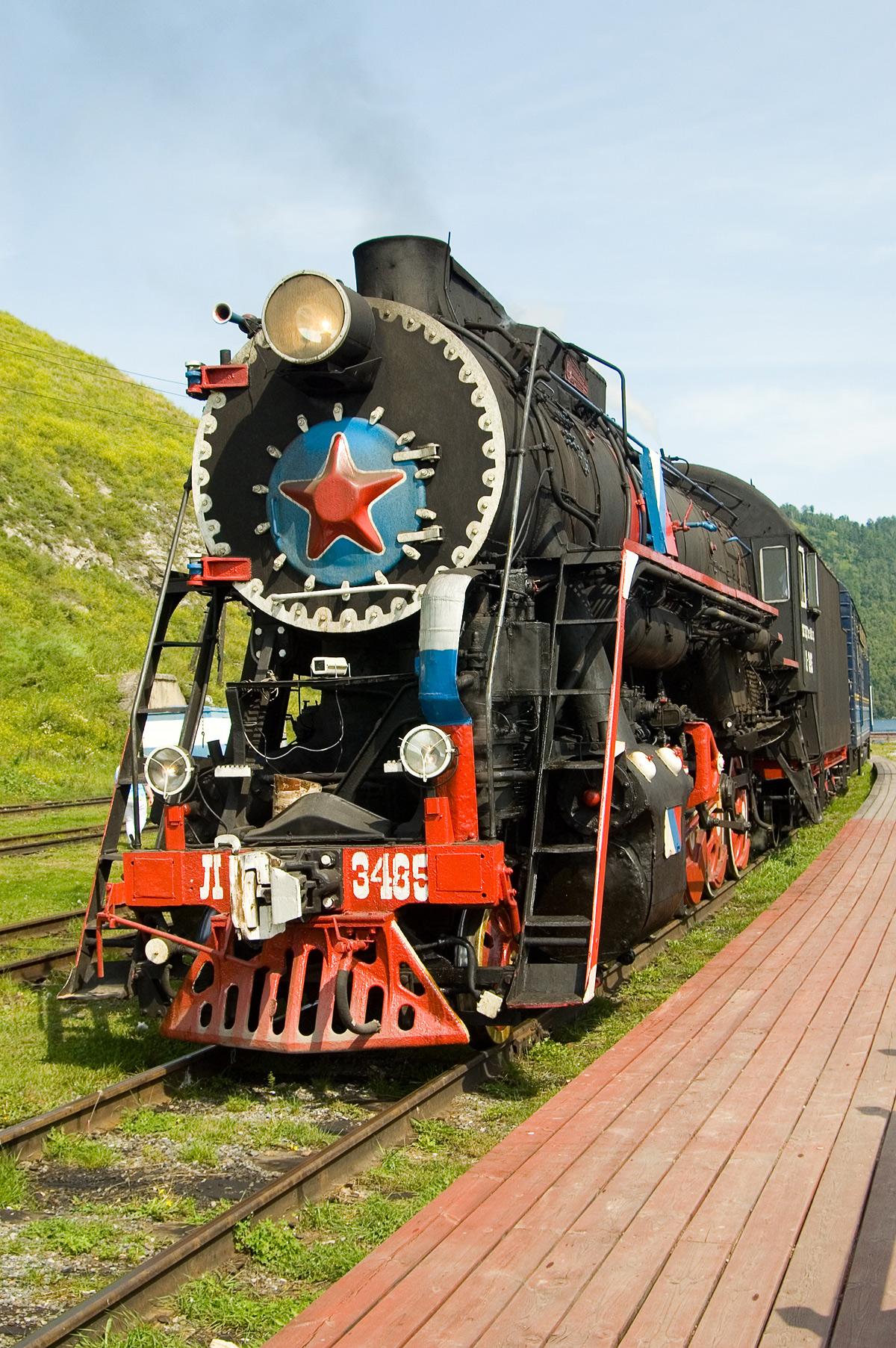Паровоз — локомотив экскурсионного ретро-поезда на Кругобайкальской железной дороге